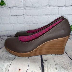 CROCS A-Leigh Closed Toe Wedge Heels 7.0